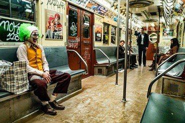 《小丑》:超級英雄只是,一個凡人自願選擇瘋狂