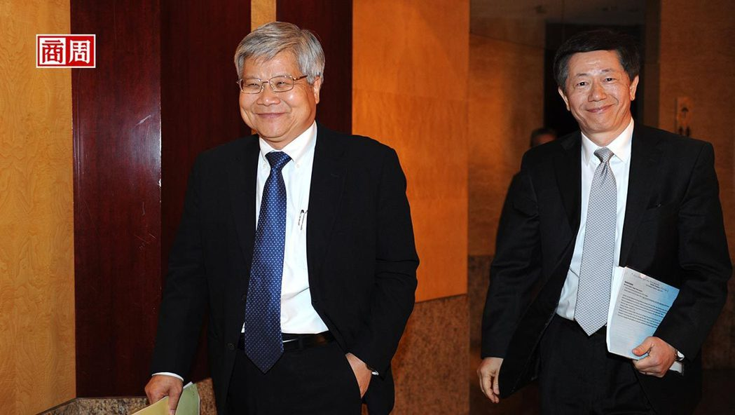 圖左至右為台積電總裁魏哲家、台積電董事長劉德音 (攝影者:程思迪)