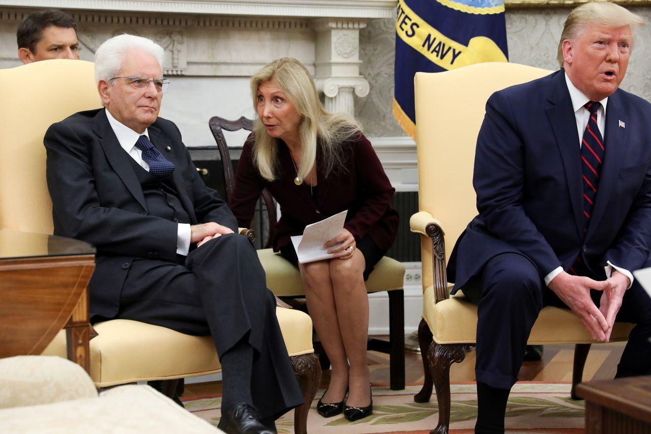 川普與義大利總統會面時,女翻譯的表情讓她在網路上暴紅。 路透