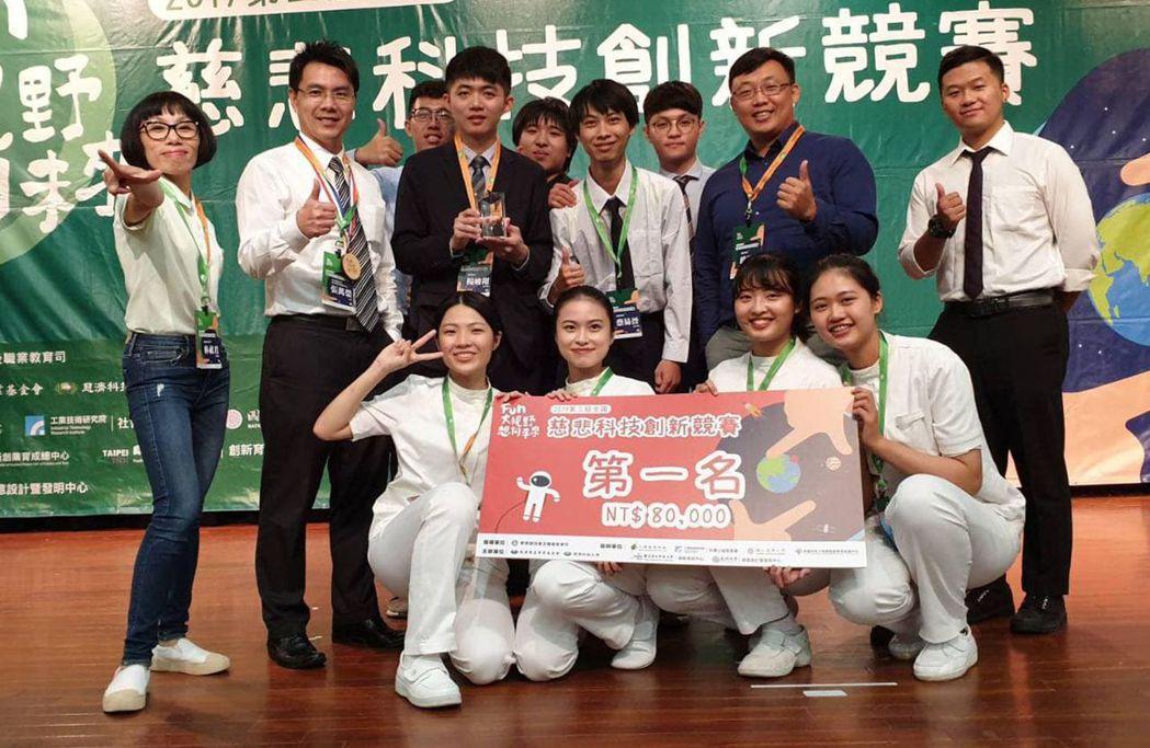 南臺科大與慈濟科大合組跨校團隊獲得全國慈悲科技創新競賽第一名。 南臺科大/提供