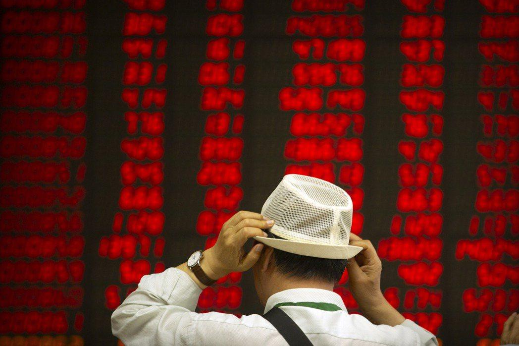 中共官方公布中國今年第三季GDP增長6%,經濟學家向松祚隨即發文質疑官方公布的GDP增速「顯然高估了」。 圖/美聯社