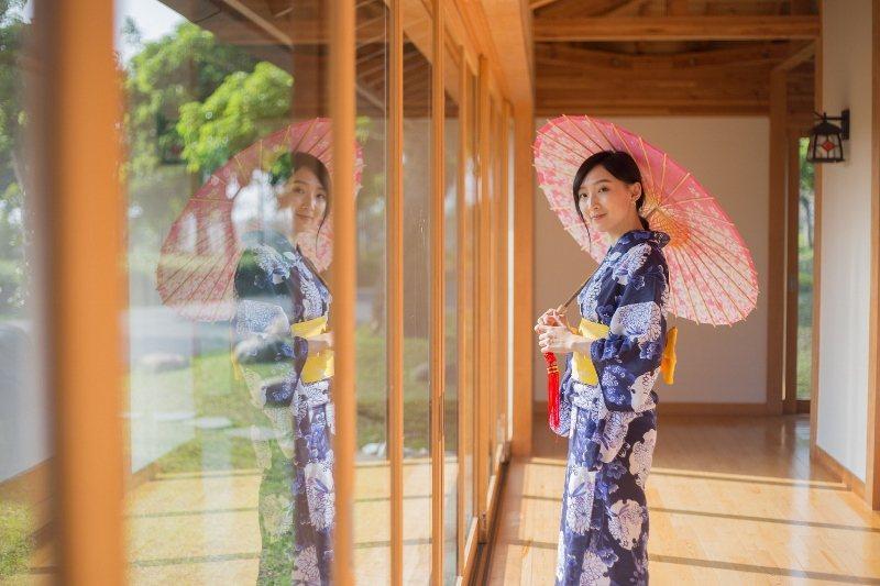 綠舞的日式園區檜木屋,不分男女老少均可體驗經典日式浴衣,成為熱門拍照打卡活動。 ...