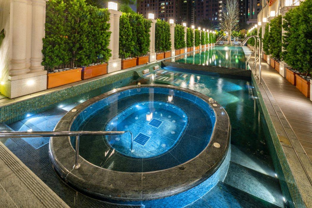 中庭歡沁Spa泳池實景。圖片提供/雄崗建設
