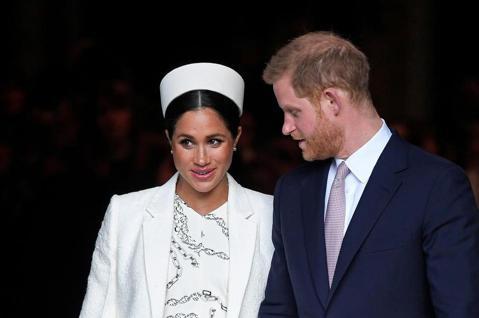 來自美國的梅根從一位女演員變成全球矚目的英國皇室成員,還貴為哈利王子之妻,雖然使她名聞全球,卻也招來許多不必要的詆毀和攻擊,尤其媒體很喜歡挑她毛病,英國不少酸民也都針對她的美式作風時常左右開弓,她做...