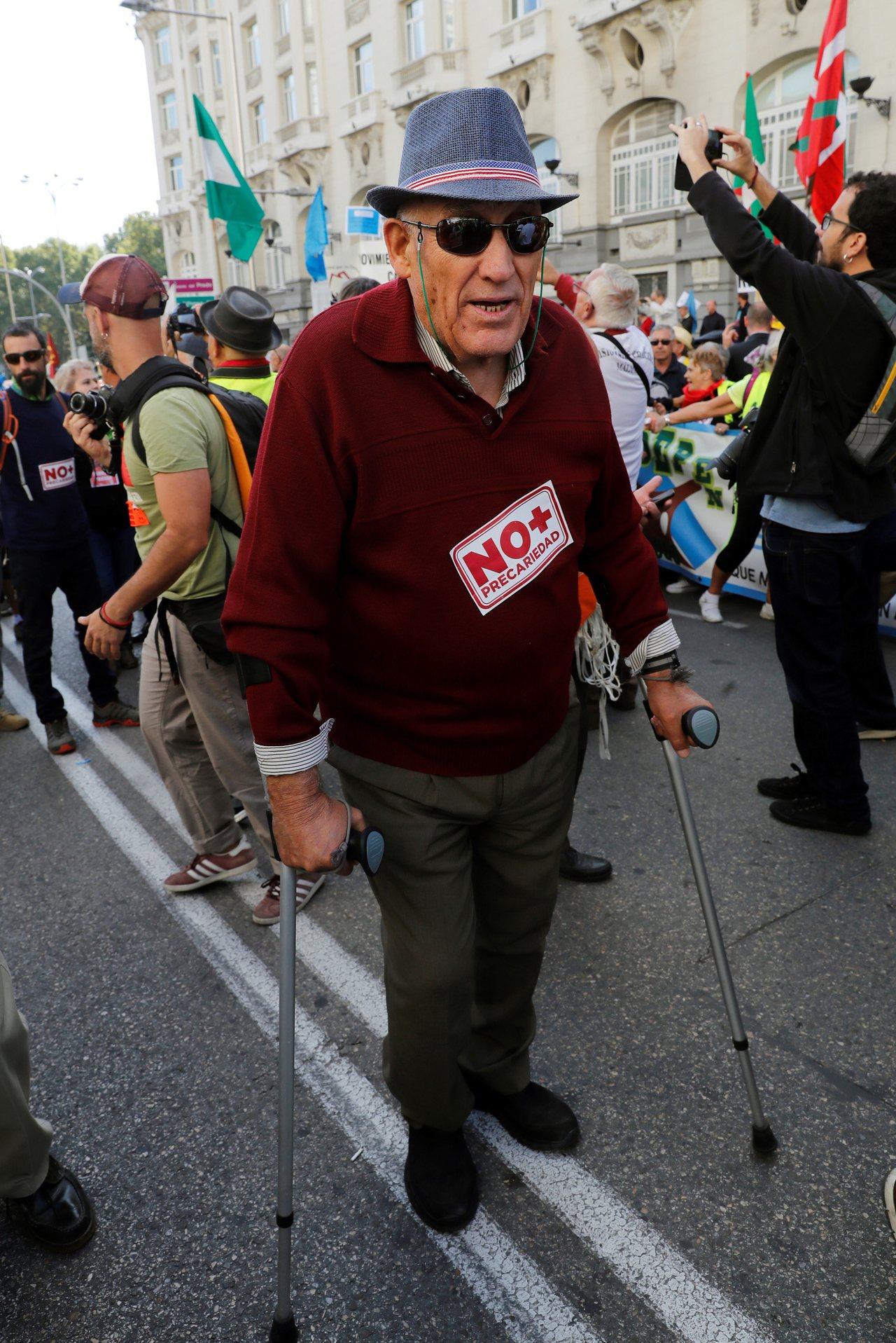 本月16日在西班牙馬德里上街要求政府提高養老金的退休人士。 歐新社