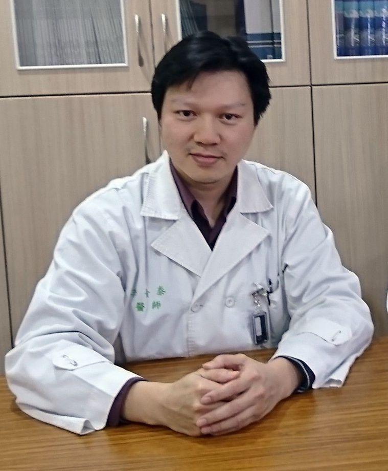 義大醫院內視鏡科醫師李青泰收治一名罕的食道弛緩不能症病例,女高中生吃的東西根本無...