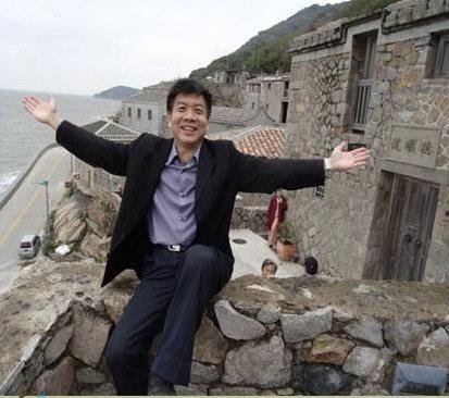 曾俊凱自民國76年起擔任教職,已服務教育界32年,更自勉「在生命來辦教育 用專業...