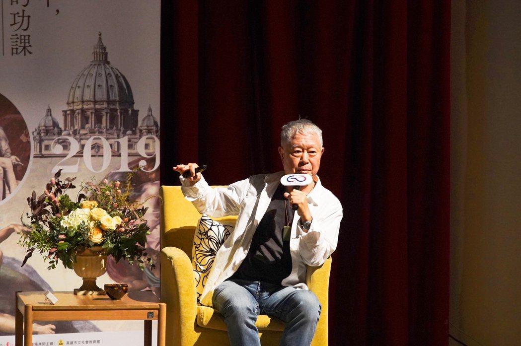 華航歡慶 60 周年,特別邀請台灣美學大師蔣勳,以《旅行中,做美的功課》為主題,...