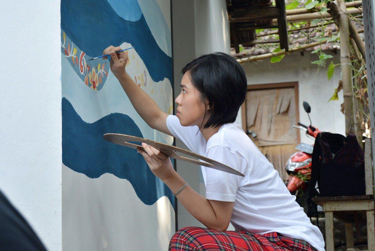 為了改善印尼偏鄉小學的校舍環境,台科大行動工程師團隊將荒廢的學校廁所重新改建。圖...