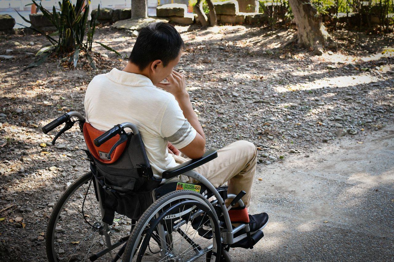 台灣每年逾3萬人發生腦中風,近三分之一患者為此喪命,逾半數因而失能,長照人口有超...
