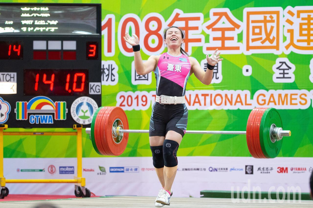 108年全運會舉重女子59公斤級,舉重好手郭婞淳在挺舉項目挑戰破世界紀錄141公...