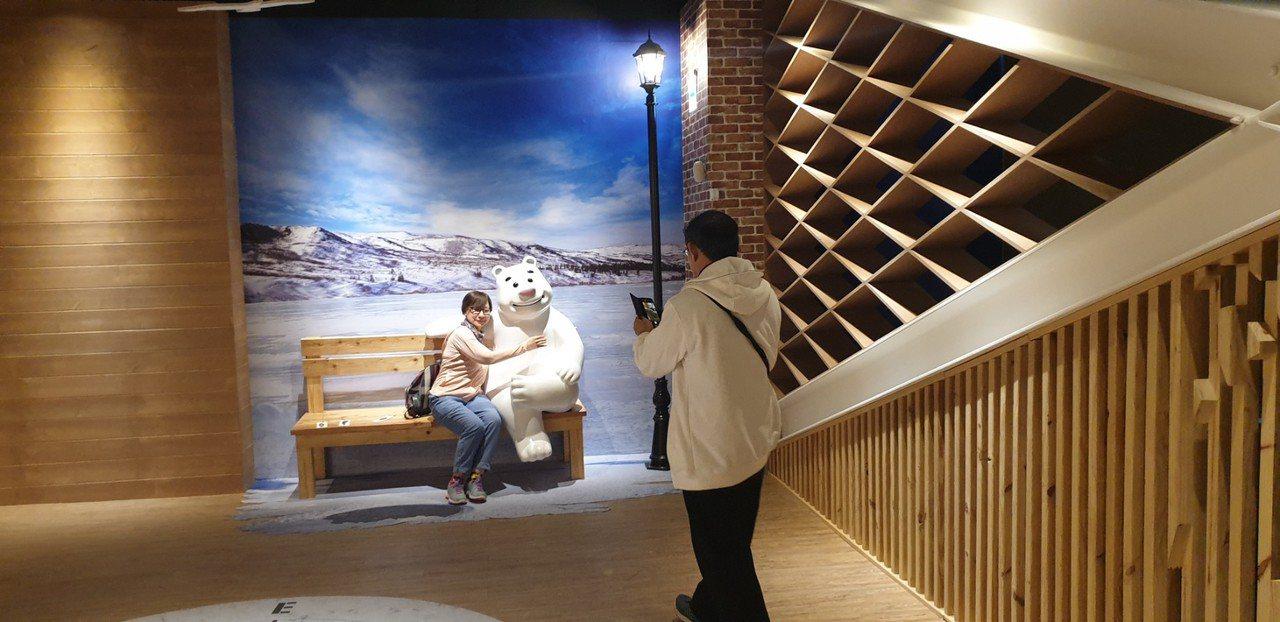 全球首創釣具觀光工廠寶熊漁樂碼頭今天開幕。記者游振昇/攝影