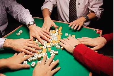 江西、湖北、安徽等多地突然嚴厲取締營業性麻將館、棋牌室,引起輿論爭議。(瀟湘晨報...