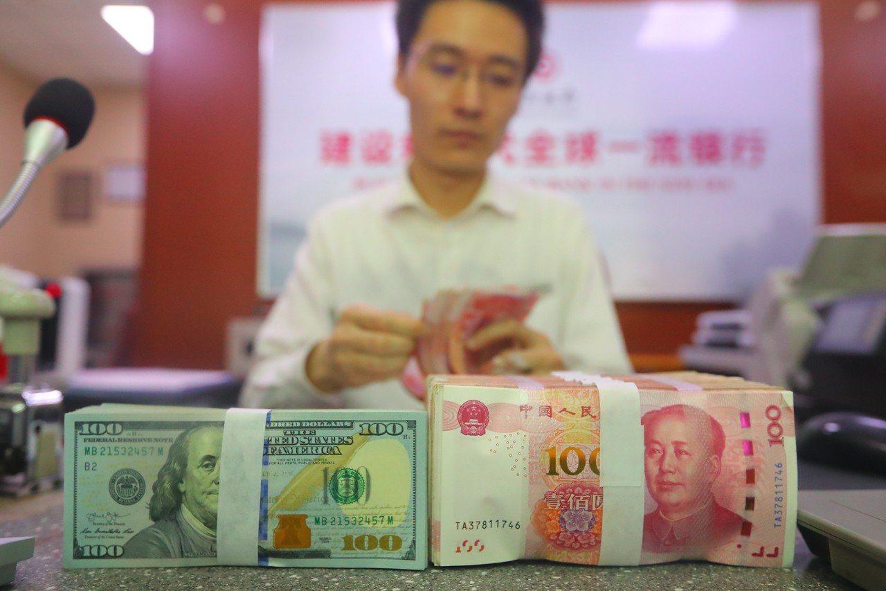 國際投行摩根大通預測人民幣兑美元匯率,將由今年底7.05逐漸升至明年第3季的7....