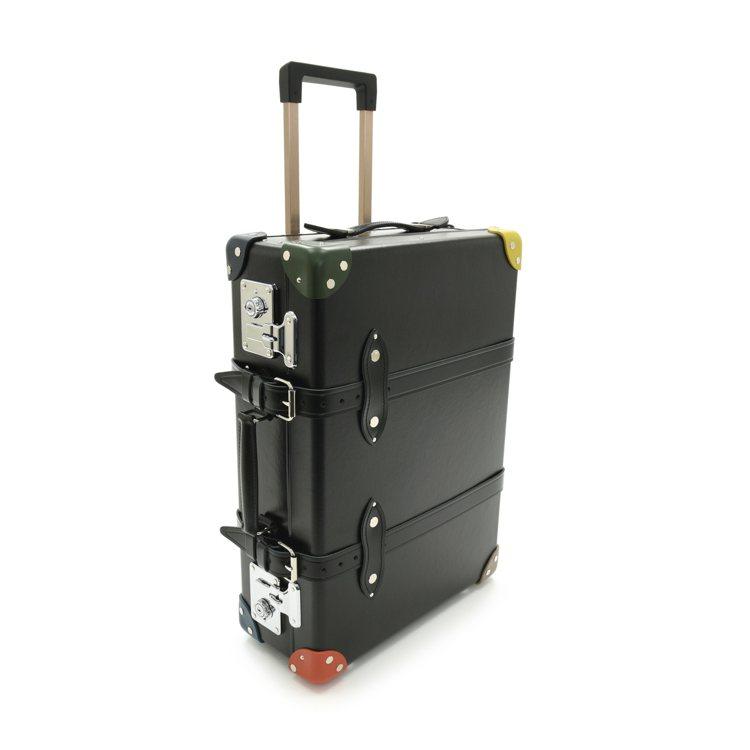 外型看來有手提式行李箱的典雅復古,但皆配有拉桿與滾輪。圖/Paul Smith提...