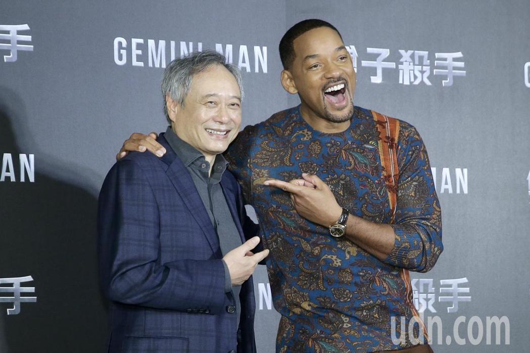 二度榮獲奧斯卡金像獎最佳導演獎的李安(左)偕好萊塢巨星威爾史密斯(右),為宣傳新...