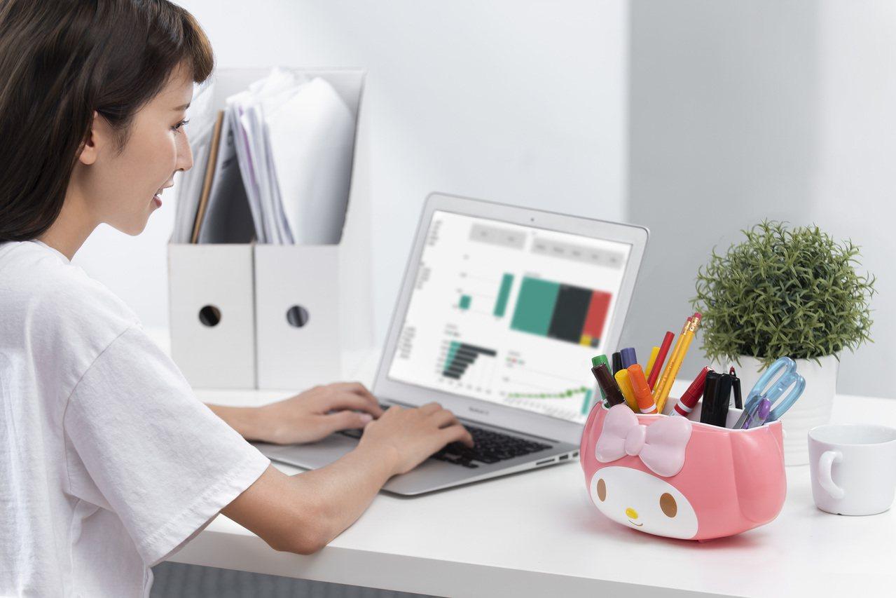 美樂蒂萬用置物籃可「平擺」使用,辦公室或居家小物都能輕鬆收納。圖/麥當勞提供