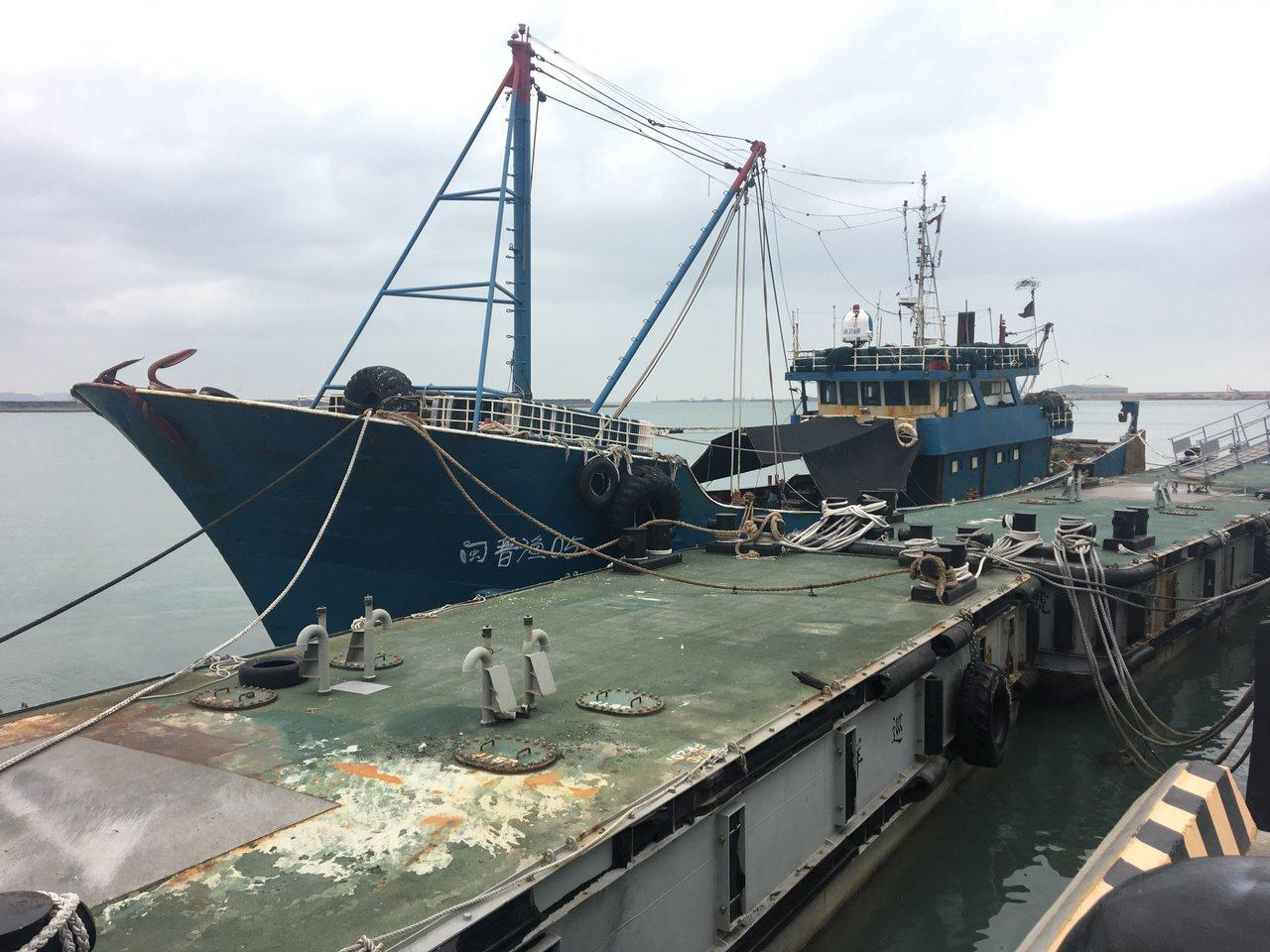 「閩」船被押返台北港接受調查。圖/艦隊分署提供