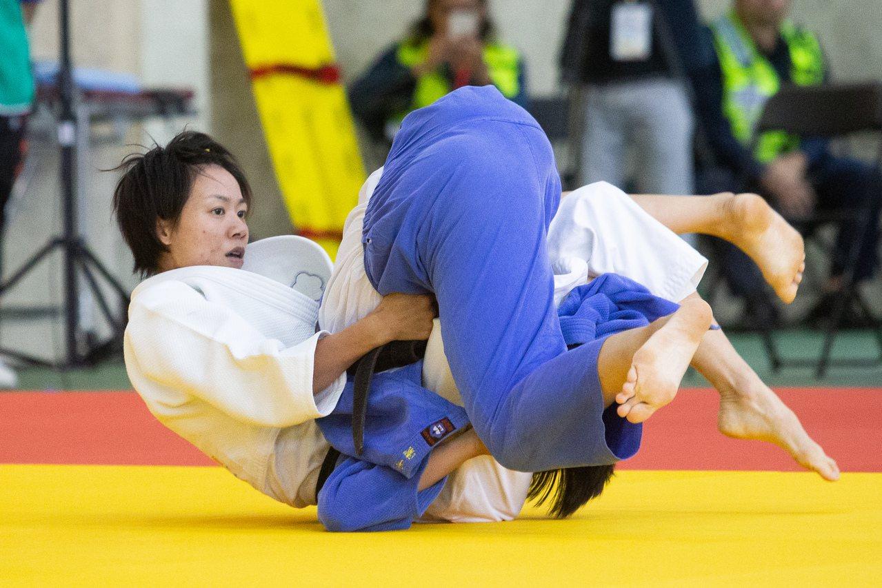 連珍羚(左)和楊宇潔在金牌戰對決。記者季相儒/攝影