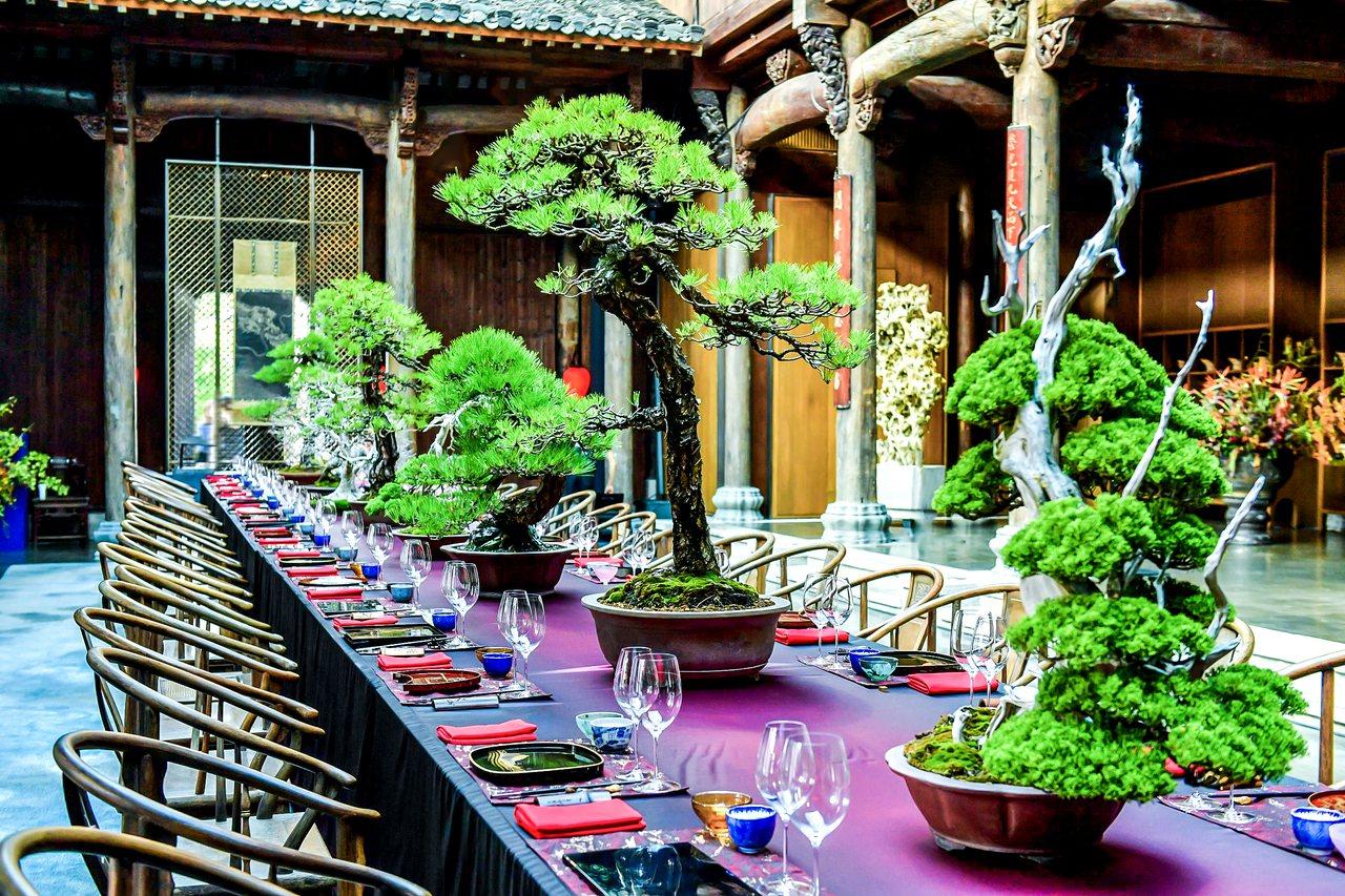 由設計師侃侃操刀,為海瑞溫斯頓設計「仲秋.午宴」。圖/海瑞溫斯頓提供
