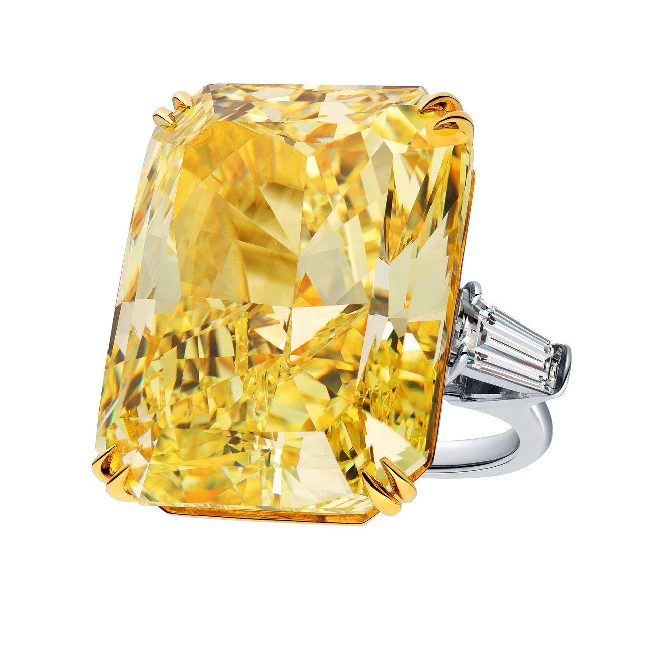 必用!海瑞溫斯頓雷德恩切工單顆黃鑽戒指,總重80.07克拉,全場最大克拉數,售價...
