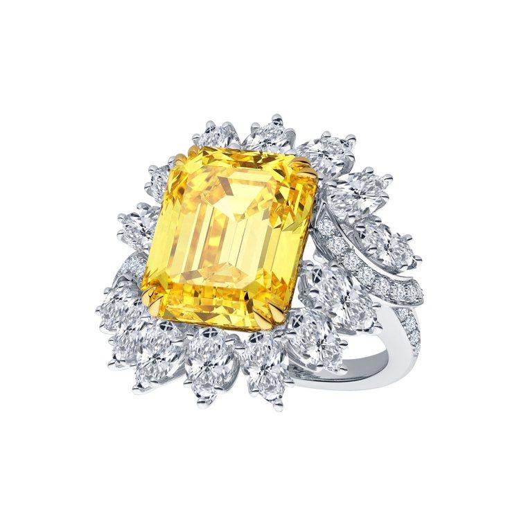 海瑞溫斯頓祖母綠型切工花式鑲嵌黃鑽戒指,主石黃鑽為12.61克拉,售價約台幣1....