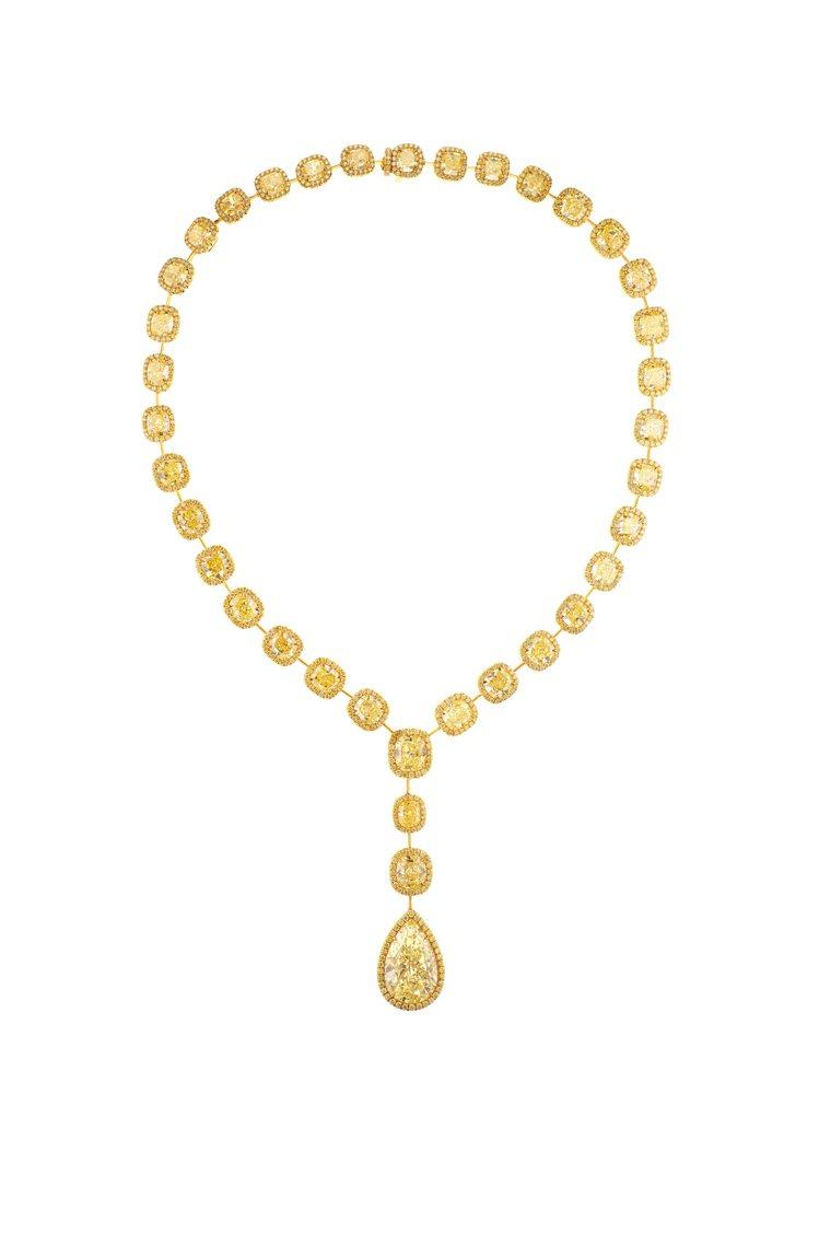 海瑞溫斯頓枕形與水滴型黃鑽項鍊,總重約11.72克拉,售價約台幣9,580萬元。...