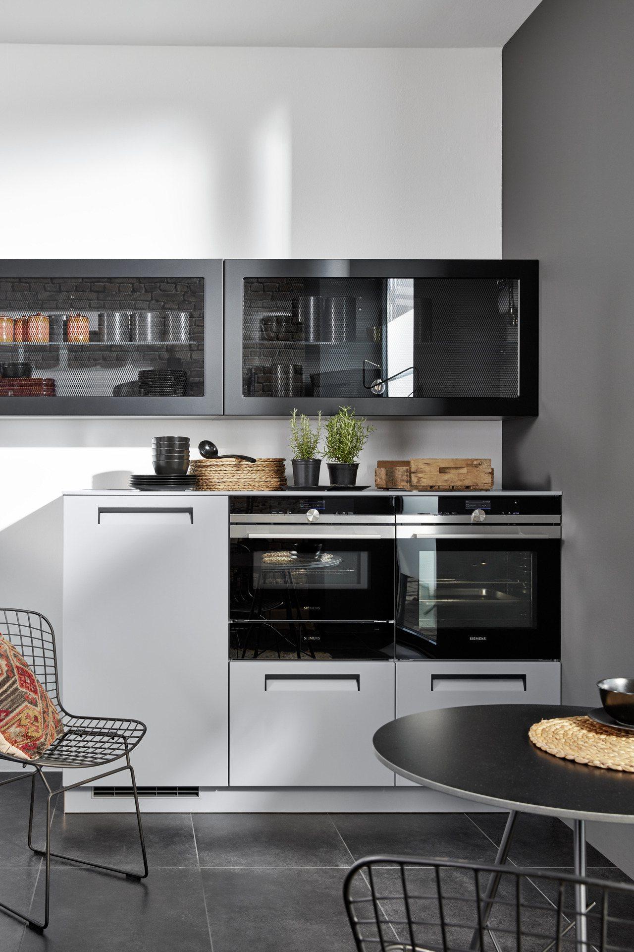 以撞色的邊框,加強廚具的線條感,NOLTE讓廚房質感更提升。圖/麗舍提供