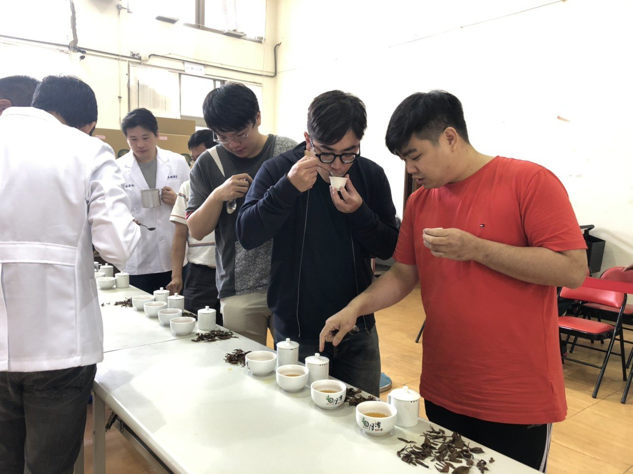 日月潭紅茶評鑑今年得獎名單上周末全部出爐,4個茶種組都由7年級製茶師獲得。圖/魚...