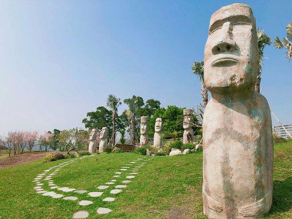 大溪花海農場中設有神祕摩艾巨石像。圖/摘自大溪花海農場粉絲專頁