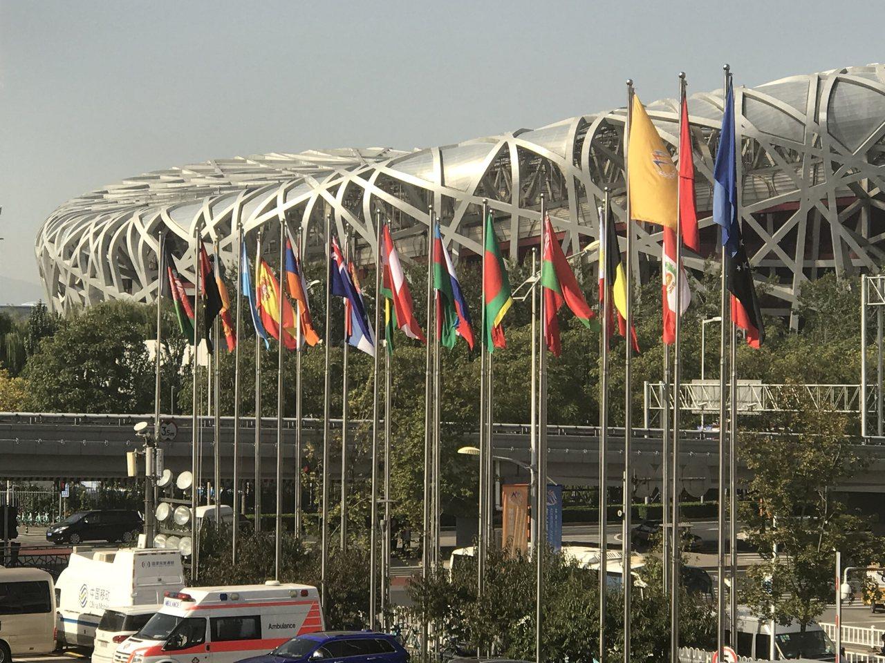 第九屆北京香山論壇上,區域安全的話題是各國代表發言的重點。圖為論壇會場前與會的各...