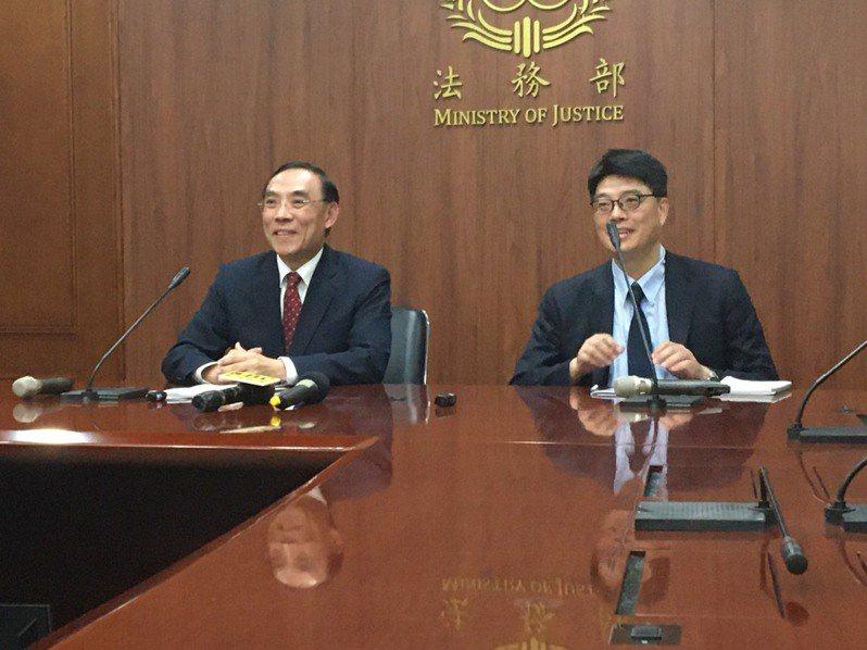 法務部長蔡清祥(左)、陸委會副主委邱垂正(右)。記者林孟潔/攝影