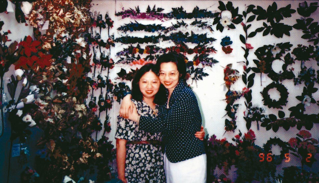 尹莘玲(左)的母親獨立拉拔家中7個孩子,她認為自己繼承了母親堅強的性格。 圖/尹...