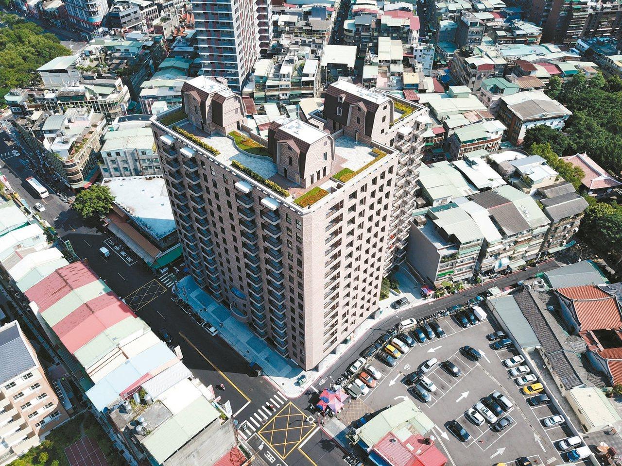 由新北市府主導的北門街公辦都更案,更新後為1棟地上15層、地下4層的住商大樓,其...