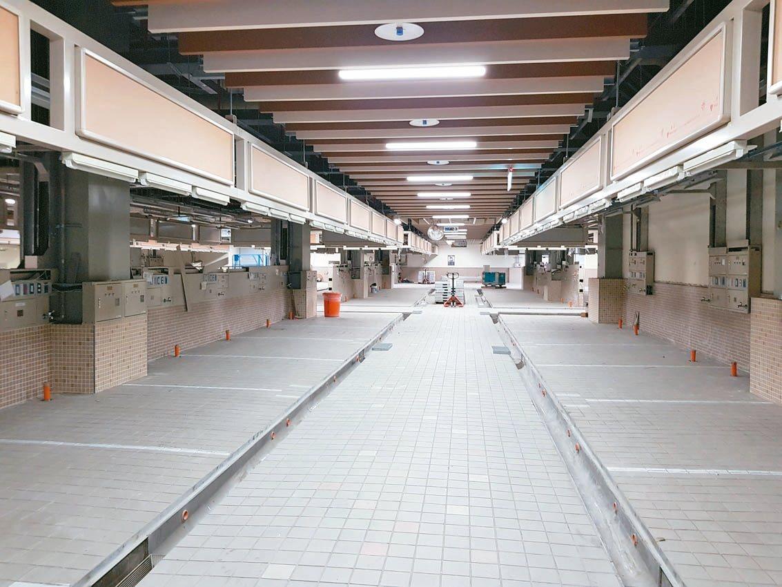環南中繼市場大樓已大致完成並進入攤位點交階段,北市府預計11月試營運,卻傳出部分...