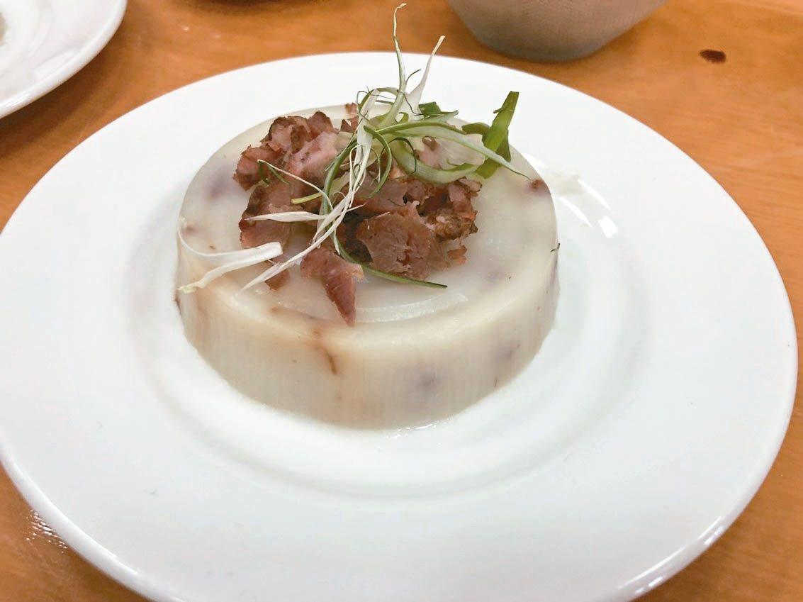 宜蘭鴨肉麵比賽,主辦單位現場示範櫻桃鴨賞蘿蔔糕。 記者戴永華/攝影