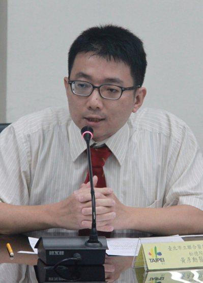 台北市立聯合醫院松德院區兒童青少年精神科醫師黃彥勳說,不良的網路使用習慣,長期將...