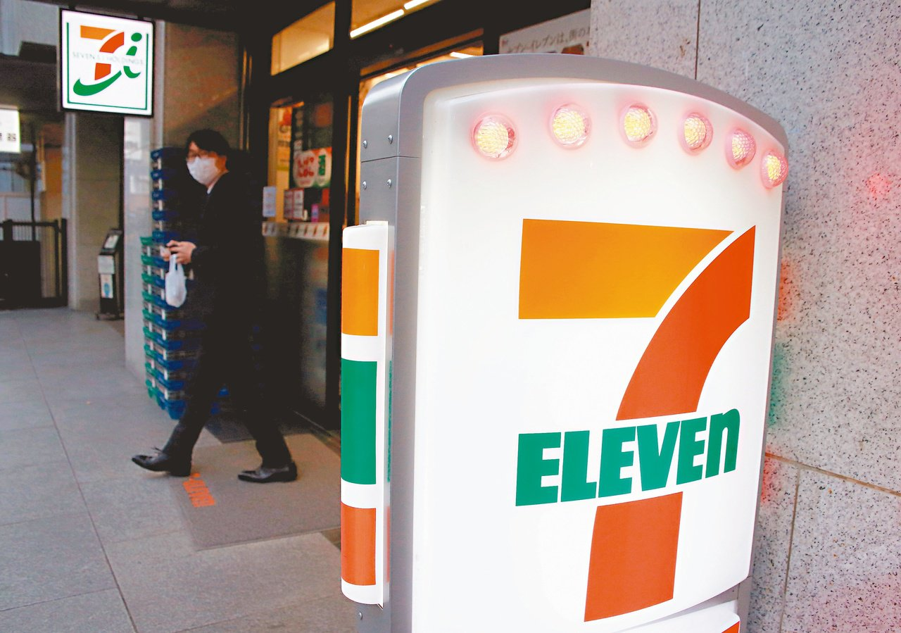 日本便利商店龍頭7-11廿一日宣布,八家分店將從十一月起在深夜時段打烊。(路透)