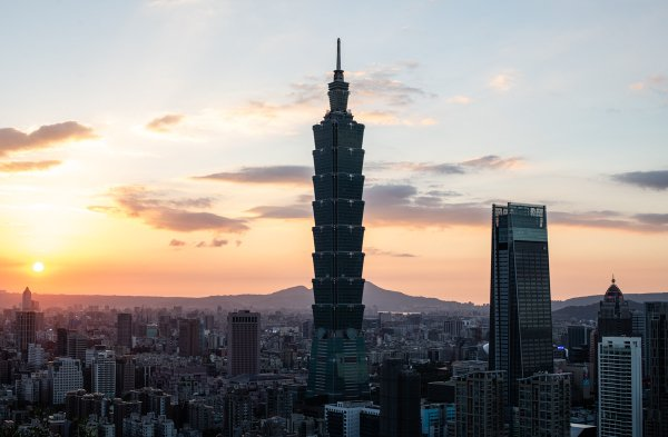 排名擠入前十名的台北市,獲得總體指數「A」、硬體建設「BBB」與科技服務「A」的...