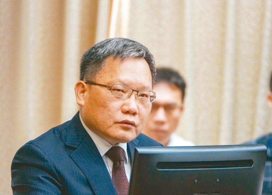 財政部長蘇建榮昨天表示,囤房稅須整體考量,不能將雙北的問題套到全國一體適用。 記...