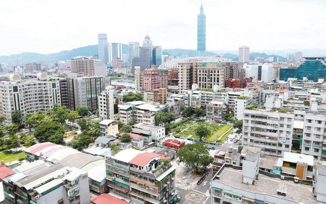 財政部長蘇建榮昨日表示,若房地合一稅對於抑制房價沒有成效,建商不會跳腳。 本報系...