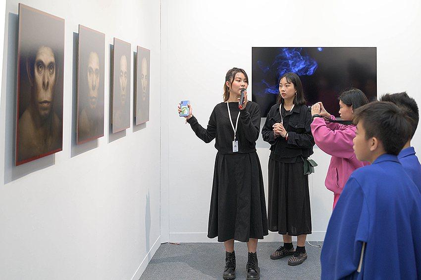 2019 ART TAIPEI藝術教育日導覽現場。 畫廊協會/提供