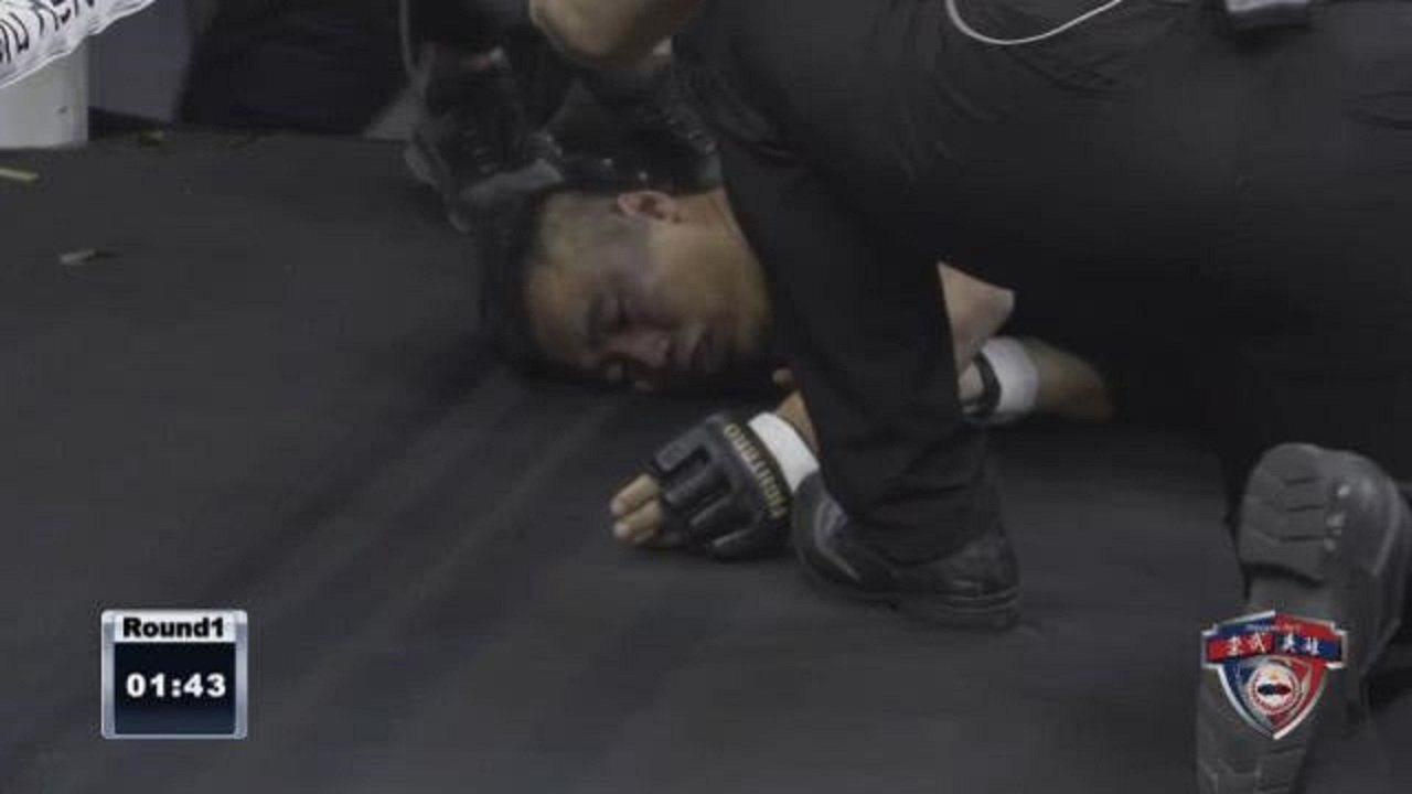廣州江門市19日舉辦的一場比武賽中,「詠春大師」丁浩只堅持74秒,就被搏擊選手K...
