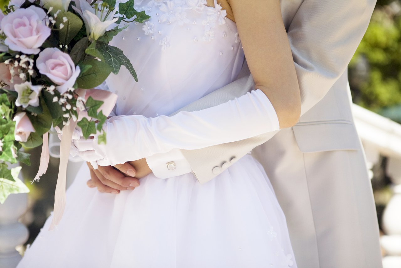 儘管降低法定婚齡的呼聲日益高漲,中國人大仍表示男不得早於22周歲,女不得早於20...