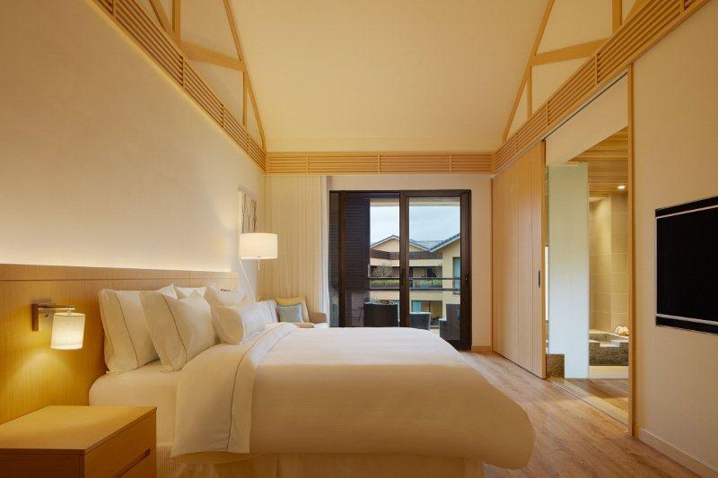 宜蘭威斯汀各房型均設湯池,圖為豪華客房。 業者/提供