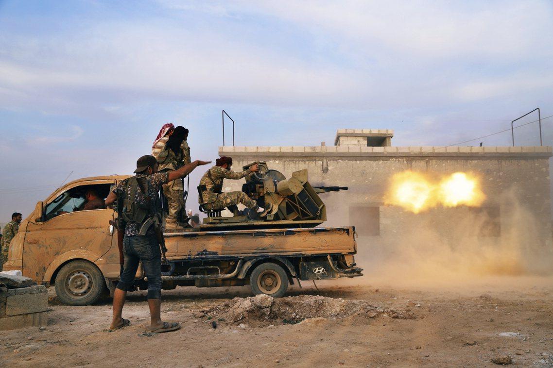 停火時效僅到10月22日深夜,因此敘北前線的各路軍隊,目前正各自蓄勢動員。圖為日...