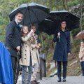 西班牙萊昂諾爾公主貼心替197公分國王撐傘 畫面美到像是在拍電影海報