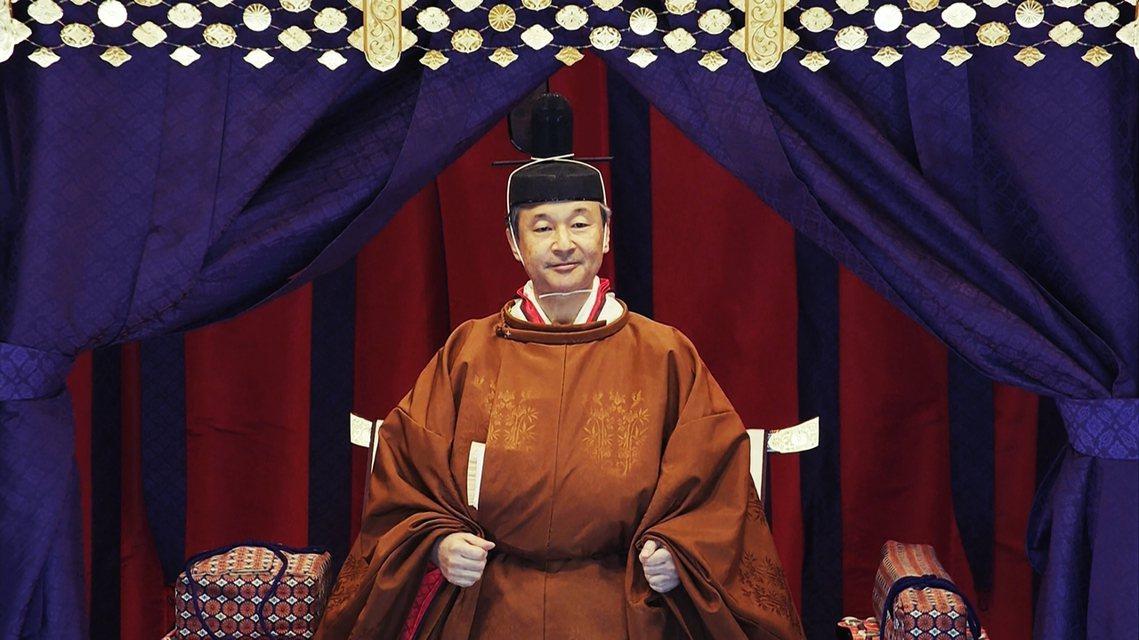 日本時間中午1點的正殿儀式,德仁天皇將會身穿「黃櫨染御袍 」,登上「高御座」寶座...
