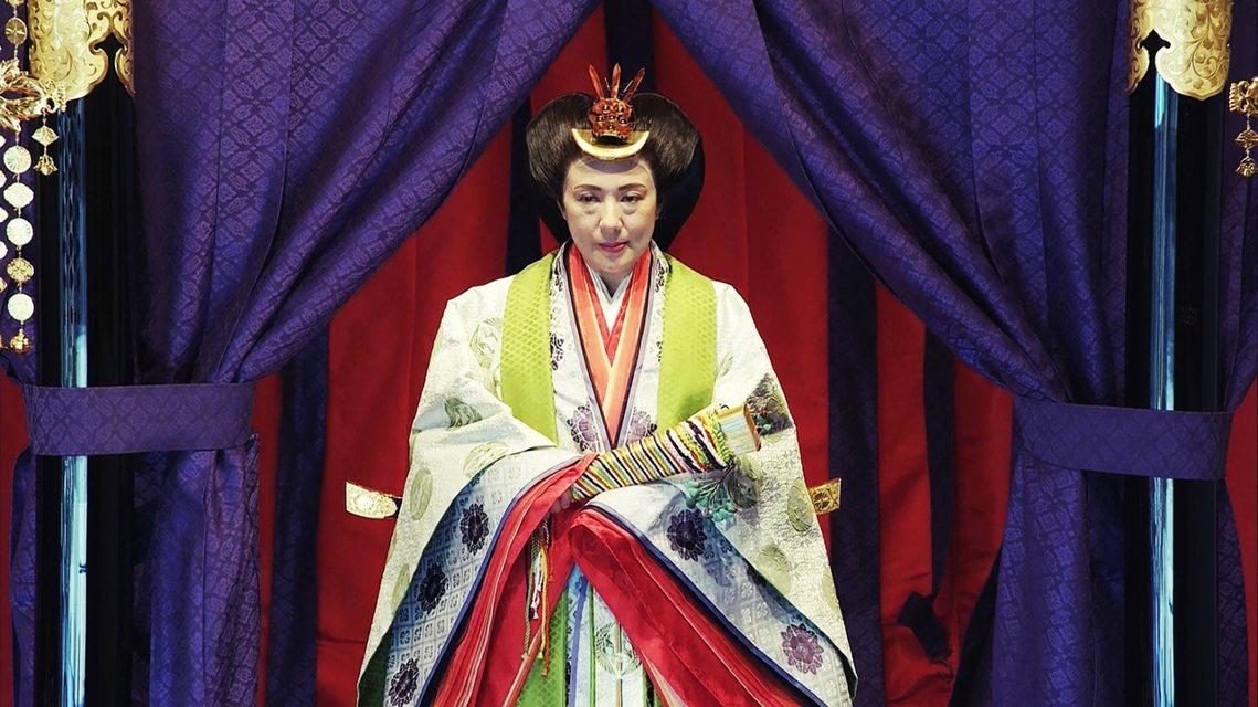 即位禮上雅子皇后則會登上高御座旁邊的「御帳台」,構造相似但規格較高御座略小。 圖...