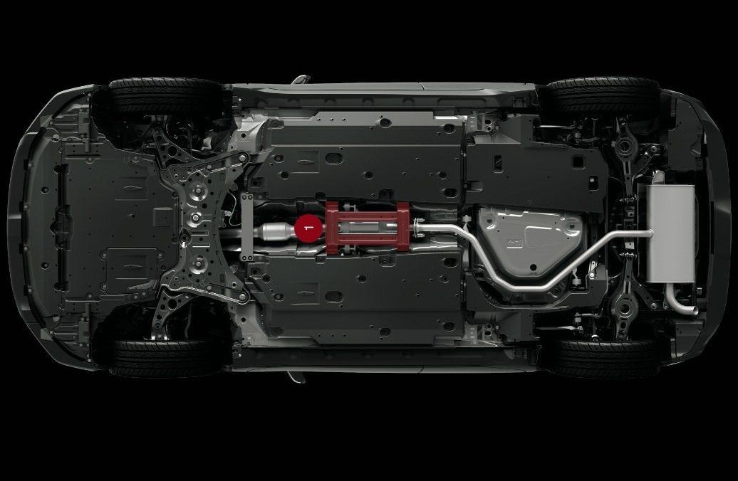 GR Sport在底盤中間加了強化拉桿,提升車身剛性。 摘自Toyota.jp